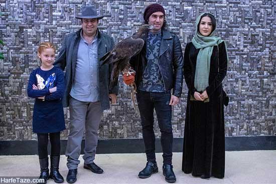 رضا یزدانی با یک عقاب