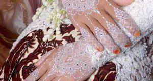 نقش حنا روی دست عروس با حنای سفید