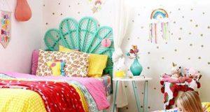 چیدمان و دکوراسیون شاد اتاق کودک با وسایل و تزیینات رنگارنگ و جذاب