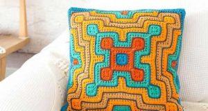 مدلهای زیبا و رنگارنگ کوسن بافتنی به شکل مربع و گرد در دکور زمستانی