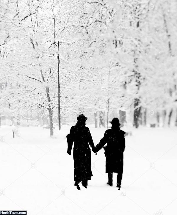 عکس عاشقانه دونفره راه رفتن در زمستان