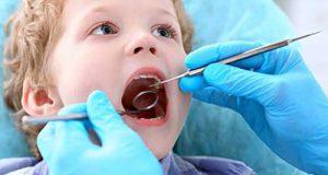 کنترل پلاک دندانی کودکان با مسواک و نخ دندان