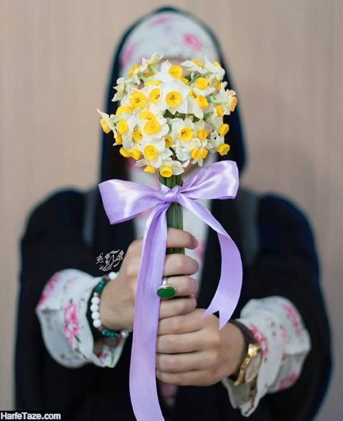 پروفایل و پس زمینه دختری با گل های نرگس