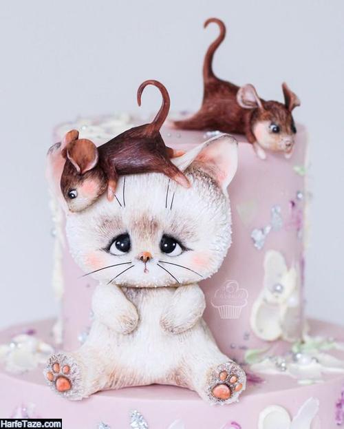 کیک تولد شکلاتی تزیین شده برای تم کیتی