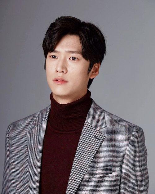نا این وو در نقش کیم بیونگ این پسر خوانده کیم جوا گیون