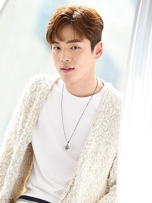 کیم جونگ هیون در نقش یی وون بیوم پادشاه چئولجونگ