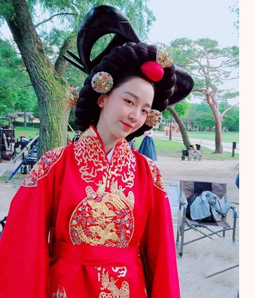 زندگینامه شین هی سان بازیگرشین هه سان بازیگر نقش ملکه کیم سو یونگ در سریال آقای ملکه