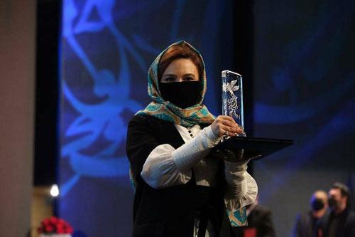 گلاره عباسی در اختتامیه سی و نهمین جشنواره فجر