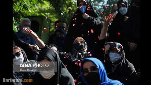عکس های خانواده ریحانه یاسینی و مهشاد کریمی در مراسم خاکسپاری ریحانه یاسینی و مهشاد کریمی