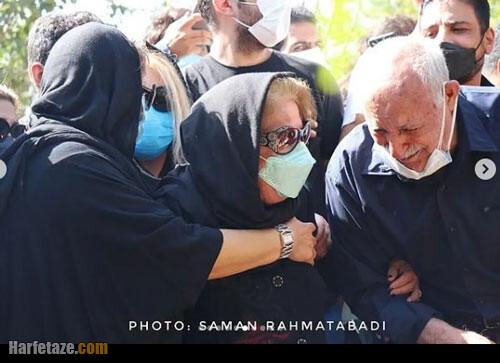 عکس همسر فتحعلی اویسی در مراسم تشییع جناره و خاکسپاری وی